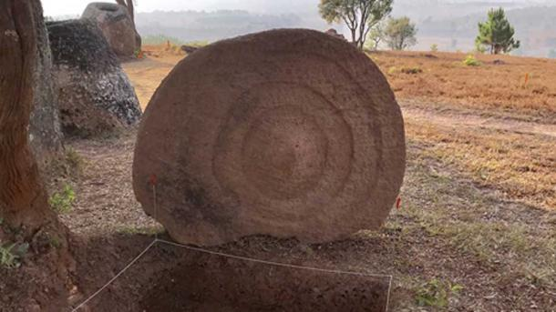 Disc decorated with concentric rings at Site 2 discovered, the decoration was facing downward. (Australian National University / Fair Use)