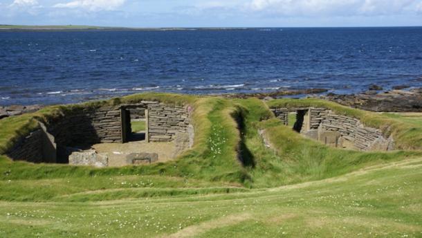 Discarded foodstuff was used to insulate these buildings at Knap of Howar, Scotland. (CC BY-SA 3.0)