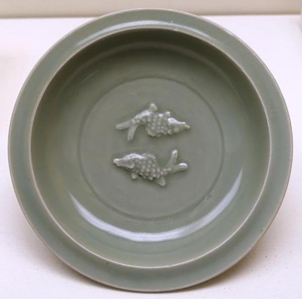 Dish with Twin Fish design, China, Longquan kilns, Zhejiang province, Southern Song dynasty, 13th century AD, longquan celadon ceramic - Ethnological Museum, Berlin.