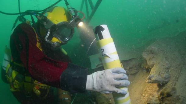 Diver at the Rooswijk excavation site. (Image: © Historic England/RCE)
