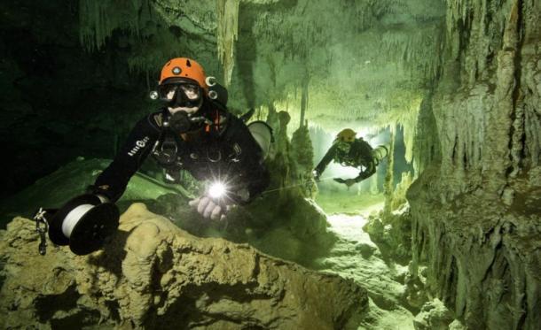 Divers in the underwater cave in Quintana Roo. (Herbert Meyrl / GAM)
