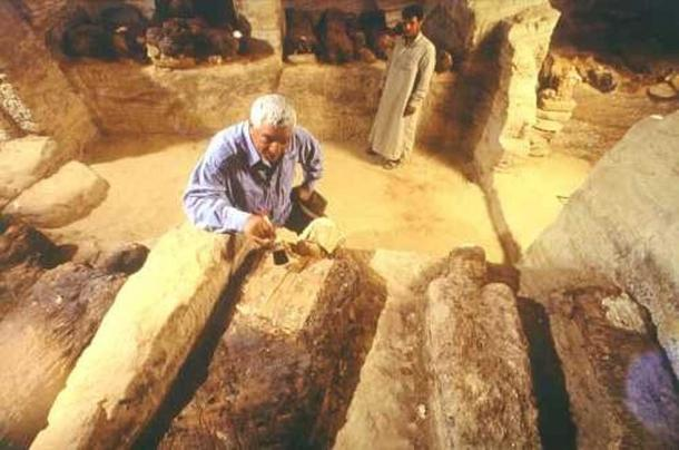 Dr Hawass examining a tomb in the Valley of the Golden Mummies. (Guardians.net)