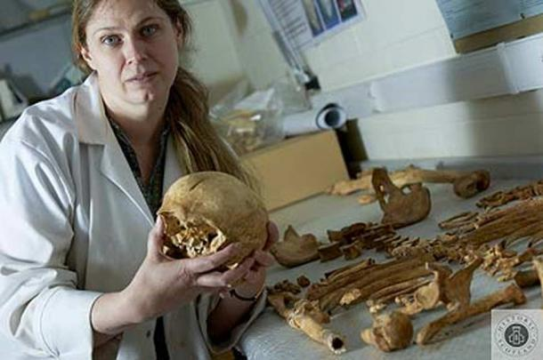 Dr Jo Buckberry with the skeleton of the Stirling knight.
