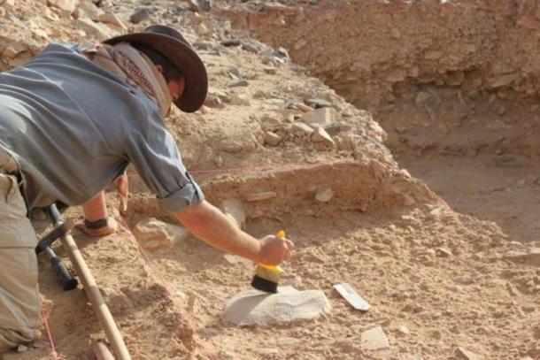 This is Dr. Ceri Shipton on site at Saffaqah in central Saudi Arabia. (ANU)