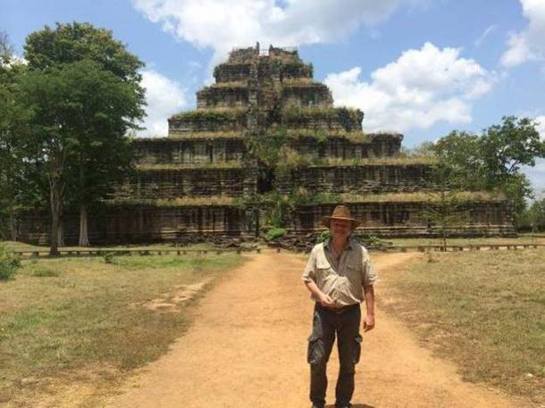 Dr. Sam Osmanagich in front of the Koh Ker pyramid. (Author provided)