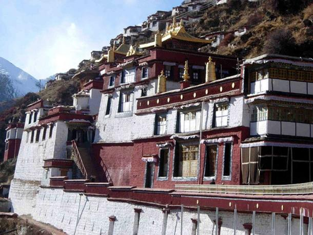 Drigung Monastery in Maizhokunggar County, Lhasa, Tibet was founded in 1179 AD. Traditionally it has been the chief seat of the Drikung Kagyu tradition of Tibetan Buddhism and it is famous for its performance of 'sky burials'. (Alberrosidus/CC BY SA 3.0)