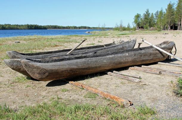 Dug-out boats. (Pixabay License)