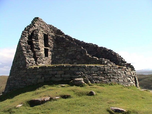Dun Carloway Broch, Lewis, Scotland. Another fort that has areas of vitrification. (Public Domain)