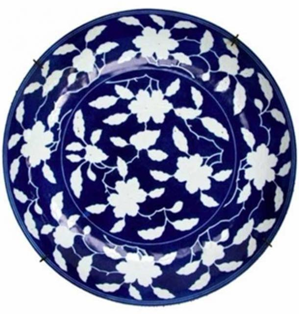 Early Ming dynasty Chinese plate used reverse blue design technique. Image: Hanson's auctioneers.