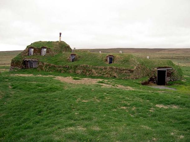 Earth covered building in Sænautasel (Saenautasel) in Iceland. (Image: Chris73/ CC BY-SA 3.0)