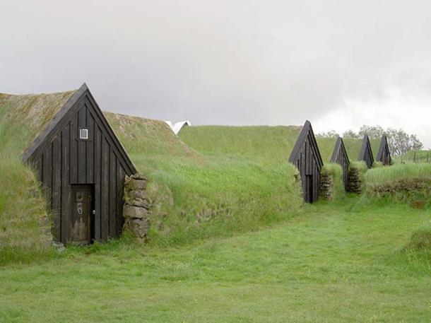 Earth covered turf homes in Keldur, Iceland. These were built in 1193 and are supposedly the oldest buildings in Iceland. (CC BY-SA 3.0)