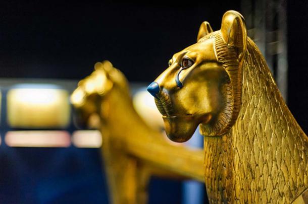 Egyptian golden lion sculpture (Dieter Hawlan / Adobe Stock)
