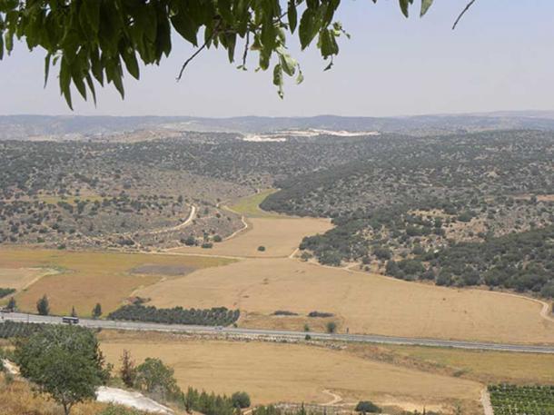 Elah valley taken from Tel Azekah B (CC by SA 2.0)