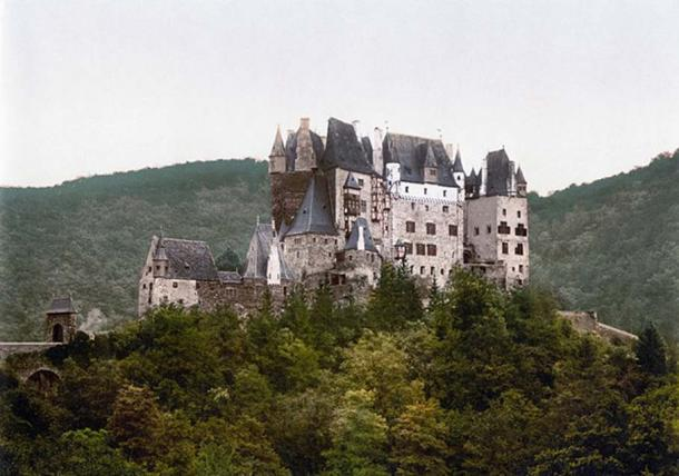 Eltz Castle in 1900.