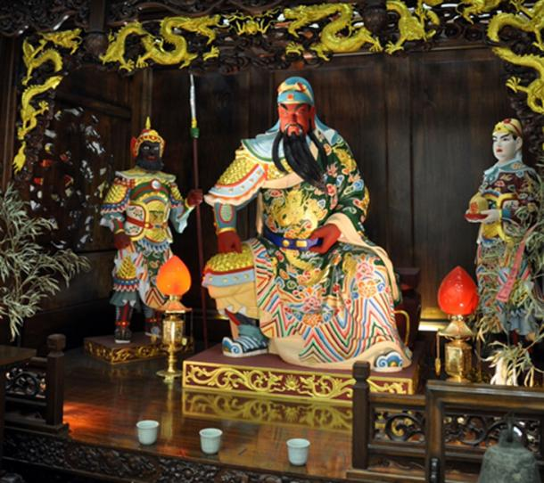 Emperor Kong Jia statue at a Chinese temple. (Aethelwolf Emsworth / CC BY-SA 2.0)