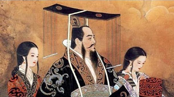 Emperor Qin Shi Huang with two women. (Secretos Cortesanos)