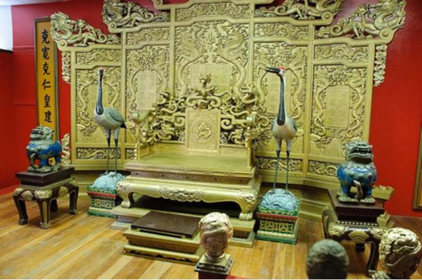 Replica of the Emperor Qin's throne.