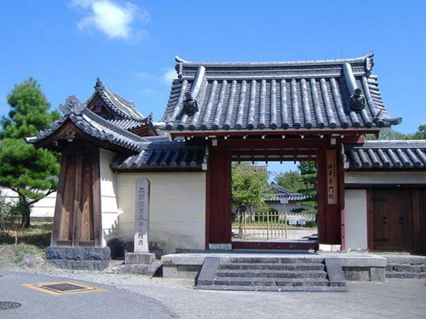 Entrance to Hokke-ji Temple complex, Nara, Nara prefecture, Japan. (Hiro/CC BY-SA 3.0)