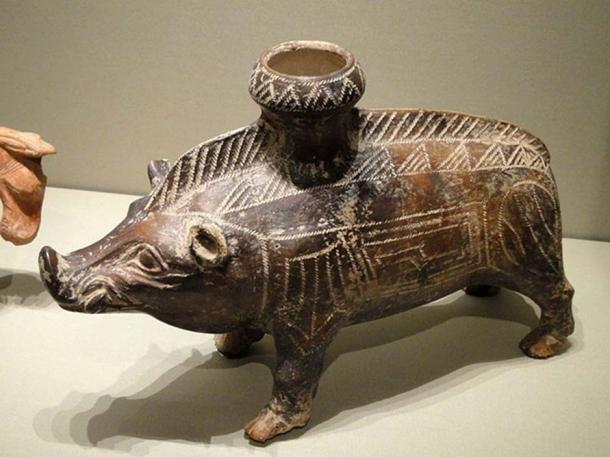 Etruscan art: Boar vessel, 600-500 BC. In the Cleveland Museum of Art, Cleveland, USA. (Public Domain)