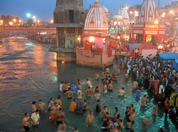 Evening prayers at Har-Ki-Pairi Ghat in Haridwar.