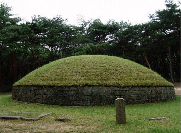 Example of a Silla tomb – the Royal tomb of King Heongang located in Gyeongju, North Gyeongsang, South Korea