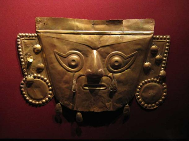 Example of a gold Inca mask. (Guacamoliest/CC BY NC SA 2.0)