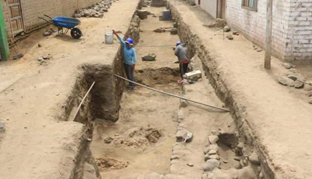 Excavating the site. Pre-Inca burials can be seen in the foreground.