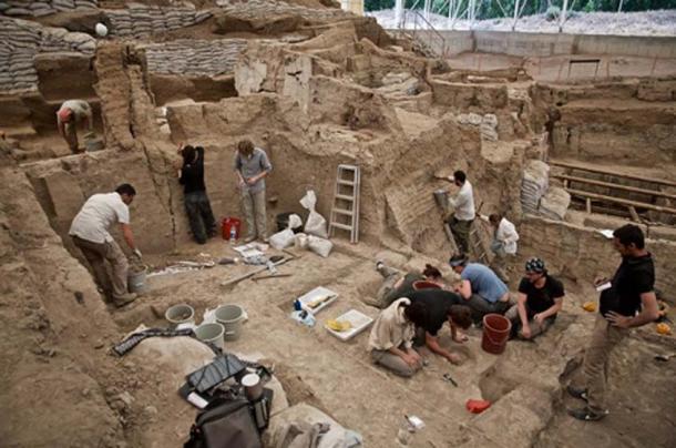 Excavation around building 43. (CC BY-NC-SA 2.0)