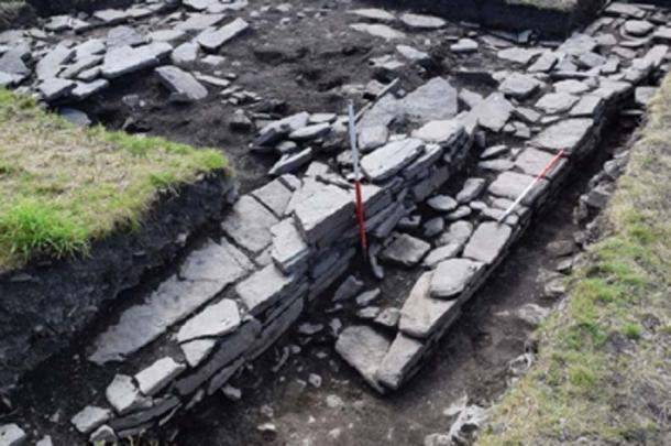 Excavation of the northern outer wall of the Norse 'drinking hall'. (UHI Archaeology Institute)