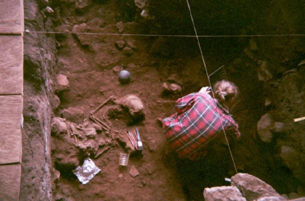 Excavation of a double burial at the Shum Laka rock shelter (Grassfields region of Cameroon) containing the remains of two boys who lived ~8,000 years ago and who were genetically from the same family. Ancient DNA reveals that these two individuals and another pair of children buried five millennia later at Shum Laka were from a stable population that was then almost completely displaced by the very different populations living in Cameroon today (Image: Isabelle Ribot, January 1994).