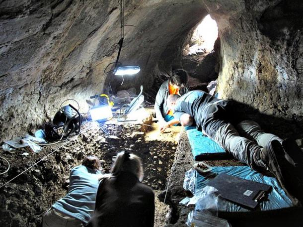 Excavations in the Arlanpe cave.