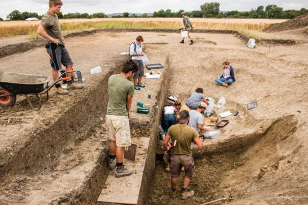 Excavations being carried out near Marden Henge. (Sarah Lambert-Gates/University of Reading)