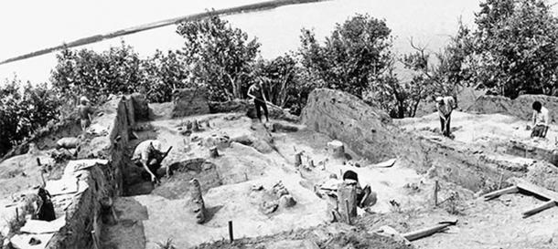 Excavations of Gasya settlement in 1980. (Image: Vitaly Medvedev / The Siberian Reporter)