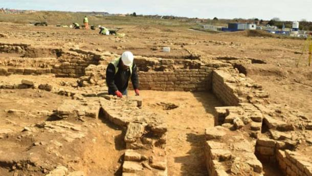 Excavations have unearthed what is been heralded as a unique Roman villa located in the Scarborough suburb of Eastfield in northern Yorkshire. (Maparch)