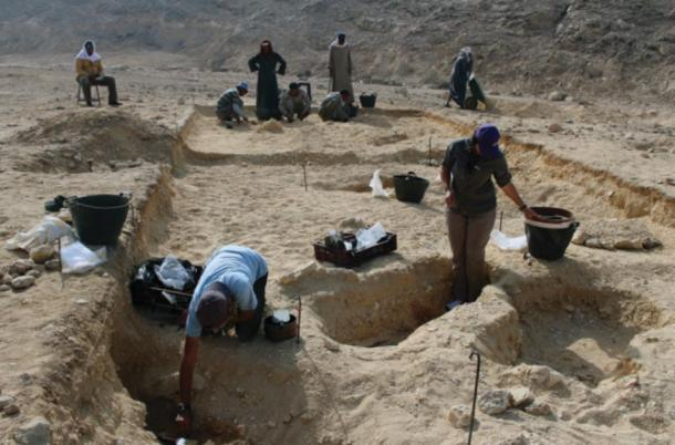 Excavations at the North Tombs Cemetery in 2017 (image courtesy of the Amarna Project via Antiquity Publications Ltd)