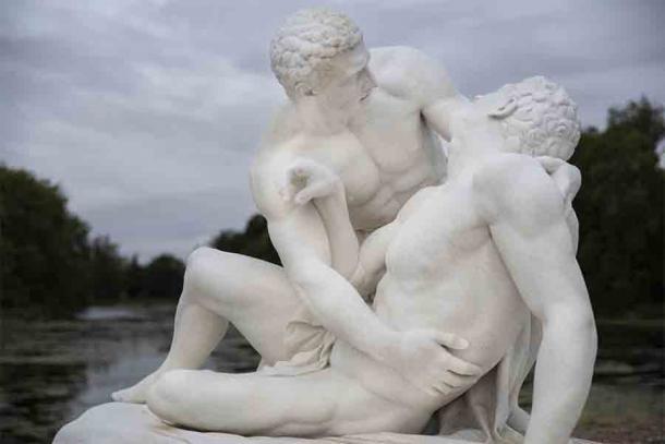 Военный эксперимент по созданию армии любовников-гомосексуалистов явил миру печально известный Священный отряд Фив.