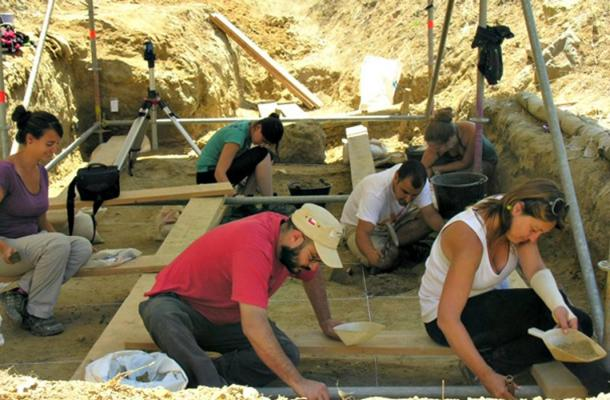 Experts working during previous excavations at the La Boella Creek site.