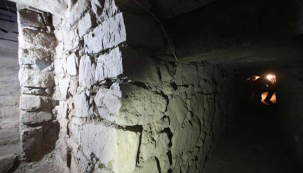 Exploring an ancient underground passageway at the temple of Chavin de Huantar in Peru. Source: Juan Ponce/El Comercio