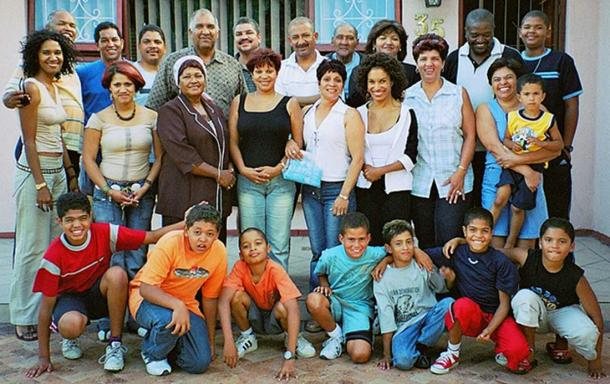 Extended colored family from South Africa showing some spectrum of human skin coloration. (Obersachse / Public Domain)