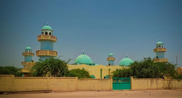 Exterior view to Grand Mosque of Zinder in Niger (homocosmicos/ Adobe Stock)