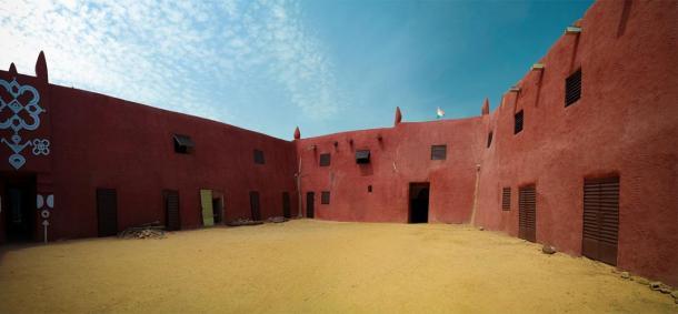 Exterior view to Damagaram sultan residence, Zinder, Niger (homocosmicos/ Adobe Stock)