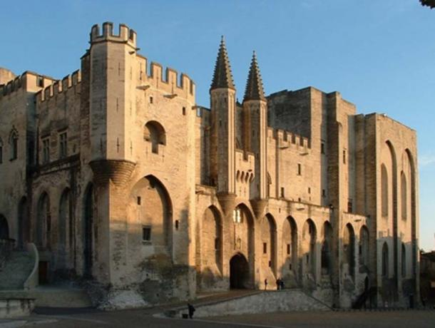 Façade of the Palace of the Popes in Avignon (CC BY-SA 2.0)