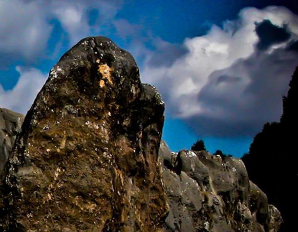 Falkor over Saksayhuaman