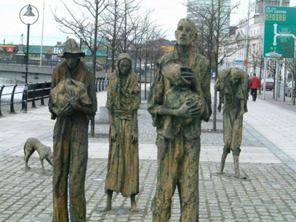 Famine Memorial in Dublin. (Béka~commonswiki / Public Domain)