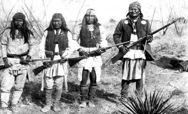 Feared warrior Geronimo (right) and his warriors from left to right: Yanozha (Geronimos's brother-in-law), Chappo (Geronimo´s son of 2nd wife) and Fun (Yanozha's halfbrother) in 1886