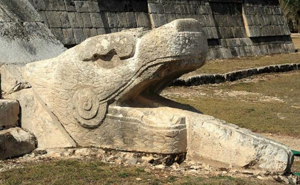Feathered serpent sculpture at the base of one of the stairways of El Castillo. (CC BY 2.0)
