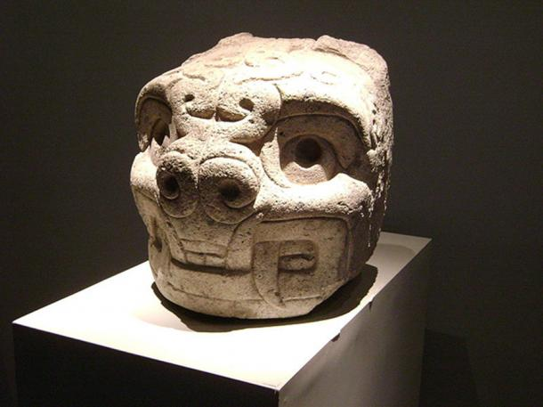 Feline-like head, similar style to Garagay friezes. National Museum Chavin de Huantar, Peru