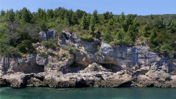 View of the Figueira Brava cave with its three entrances on the waterfront. (João Zilhão / University of Barcelona)