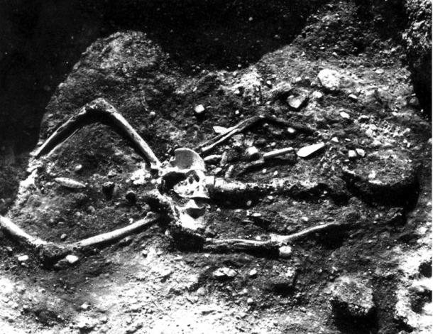 Figure 6: 7ft 2 inch skeleton with top part of skeleton burnt.
