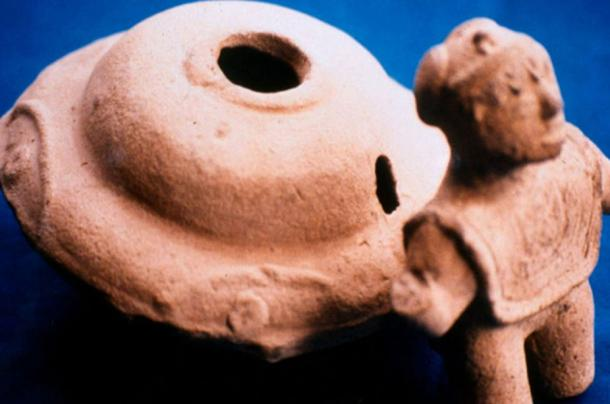 'Flying Saucer' and humanoid figurines from the Acámbaro collection.